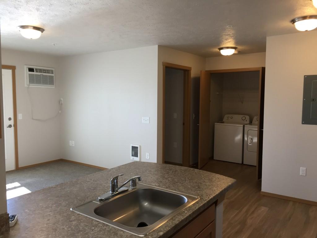 E 1 bedroom livingroom